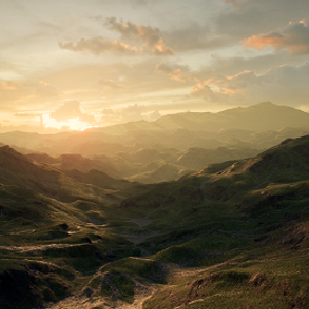 A vast playable area based on high grass mountains.