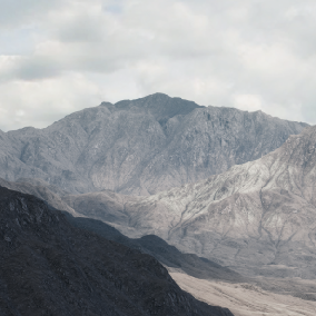 Rugged Landscape v2.0 is a brings you into some cold-dry mountain ranges.